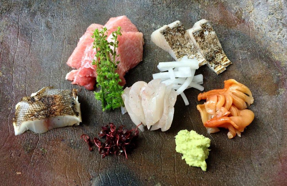 刺し盛り カマトロ、鰆炙り、クエ、赤貝、イサキ